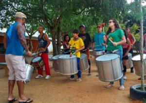 """O  Zacimba é um grupo de percussão que nos faz lembrar o bloco carnavalesco """"Olodum"""" da Bahia. surgiu há cerca de seis anos atrás,"""